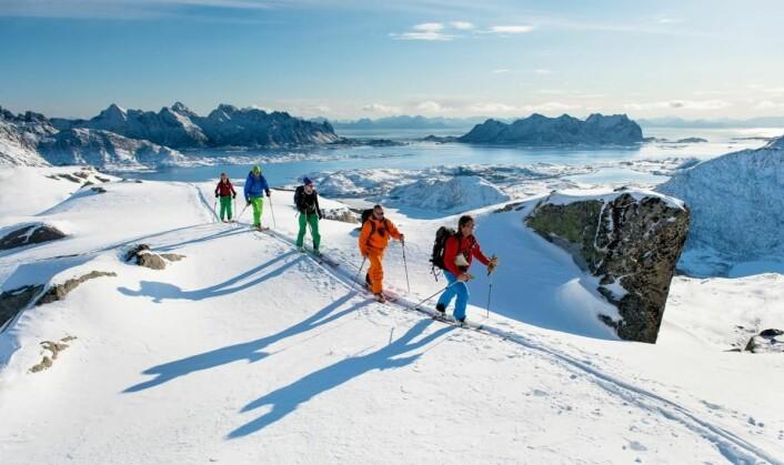 På topptur i Lofoten med Arctic Haute Route. (Foto: Sverre Hjørnevik)