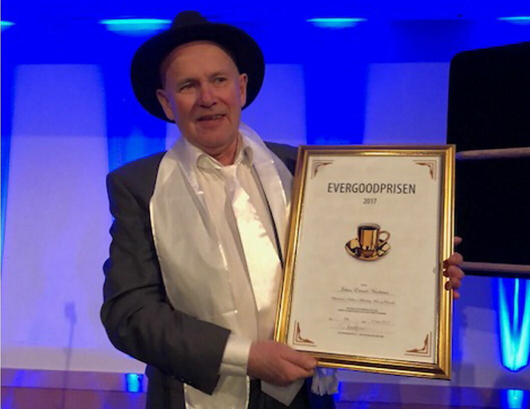 Johan Nicolaisen fra Kokkenes Mesterlaug Møre & Romsdal ble hedret med prisen «Årets oldermann 2017». (Foto: NKL)