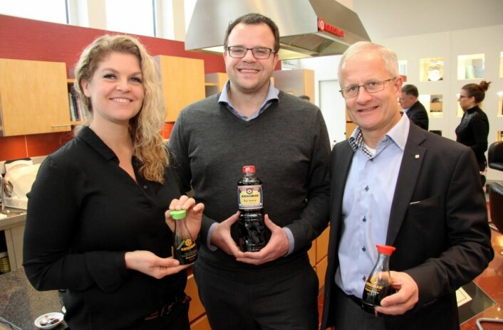 Haugen-Gruppen har tatt over salget av Kikkoman i Norge. Fra venstre Annette Ruud (markedssjef for dagligvare), markedsdirektør Peter Ravn og Tom J. Bovim (markedsdirektør for storkjøkken/horeca). (Foto: Morten Holt)