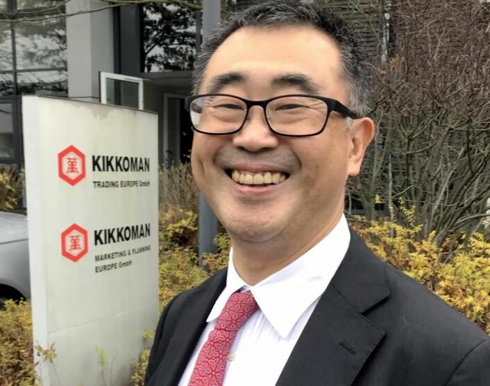 Junichi Sawano leder Kikkoman i Europa. Her foran hovedkontoret i Düsseldorf. (Foto: Morten Holt)