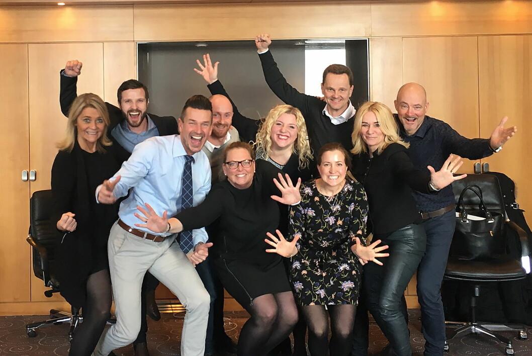 Ledergruppen i Quality Hotel var naturlig nok storfornøyd med å bli tildelt den europeiske prisen. (Foto: Quality Hotel)