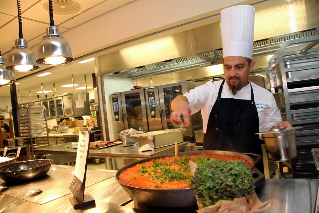 Nå skal det etableres et eget kokkelandslag med kokker fra personalrestauranter, kantiner og institusjoner. (Illustrasjonsfoto: Morten Holt)