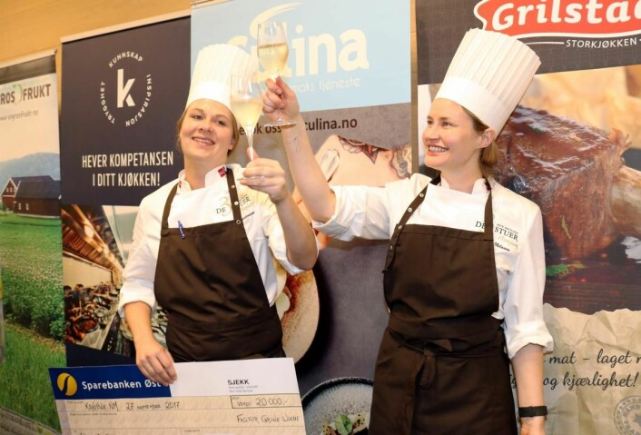 Camilla Berg Mårtensson (til venstre) og Idunn Nilsen fra De 3 Stuer ble de første vinnerne av kantine-NM i fjor. (Foto: Arrangøren/Nina Borgen)