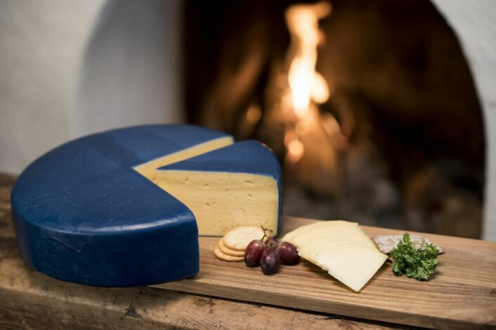 Gruveosten, som fikk bronsemedalje i World Cheese Aword i London, ble denne våren tatt inn i alle de 198 butikkene til Meny. (Foto: Blaafarveværket)