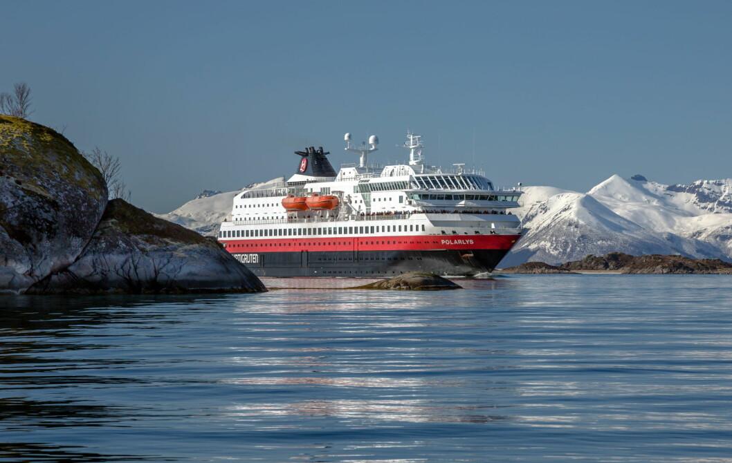 MS Polarlys er et av Hurtigrutens skip som nå skal gjennom en omfattende miljøoppgradering. Fremover skal skipet seile på gass og batteridrift. (Foto: Carsten Pedersen/Hurtigruten)