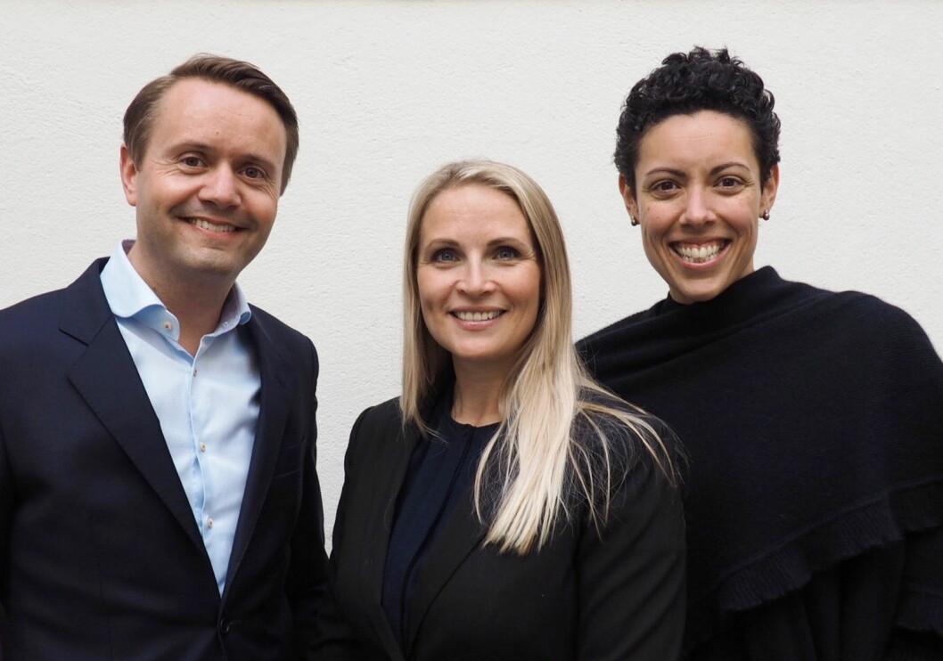 Administrerende direktør i Fursetgruppen, Gjøran Sæther (fra venstre), sammen med nyansatt salgsdirektør Renate Lindmark og den nye markeds- og kommunikasjonsdirektøren Naja Boone. (Foto: Fursetgruppen)