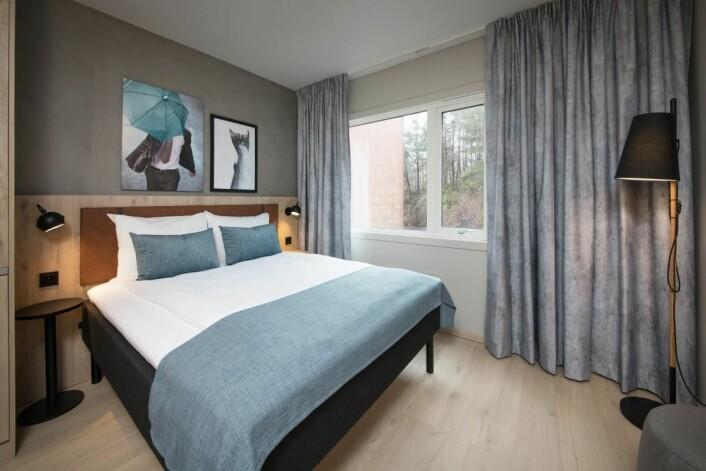 Ett av rommene som er ment for dem som skal bo på hotellet over tid. (Foto: Scandic Hotels)