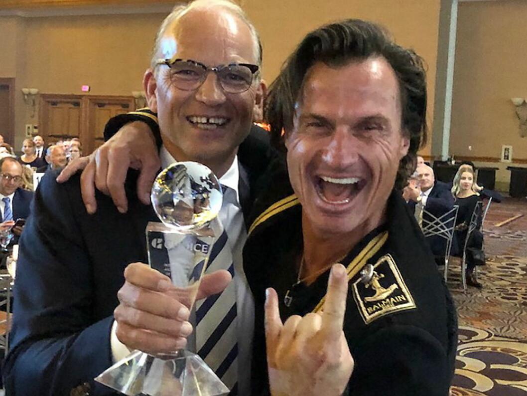 Torgeir Silseth, administrerende direktør, og Petter Stordalen, grunnlegger av Nordic Choice Hotels, mottok prisen på Choice Hotels International-konferansen i Las Vegas. (Foto: Bjørn Arild Wisth/Nordic Choice Hotels)