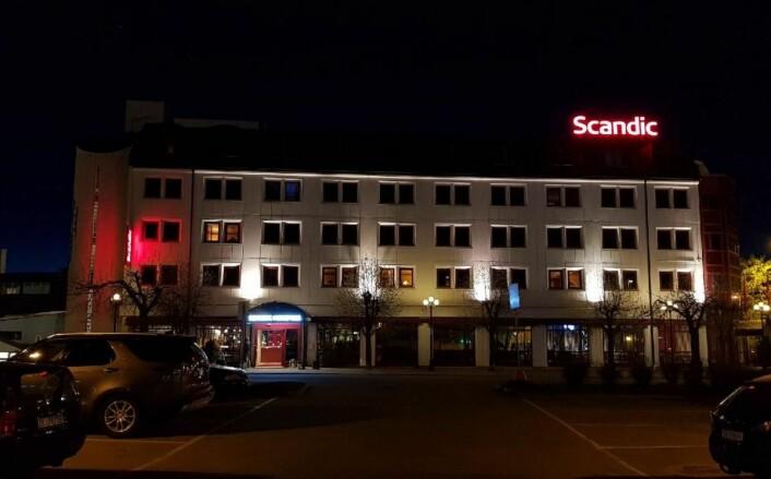 Scandic Hønefoss i kveldslys. (Foto: Scandic Hotels)