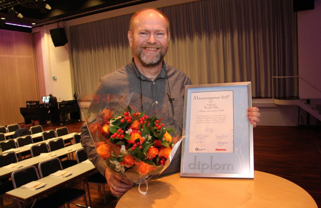 Kjøkkensjef på Glomstua omsorgssenter i Molde, Ronald Takke, ble hedret med Matomsorgsprisen i 2017. (Foto: Morten Holt)