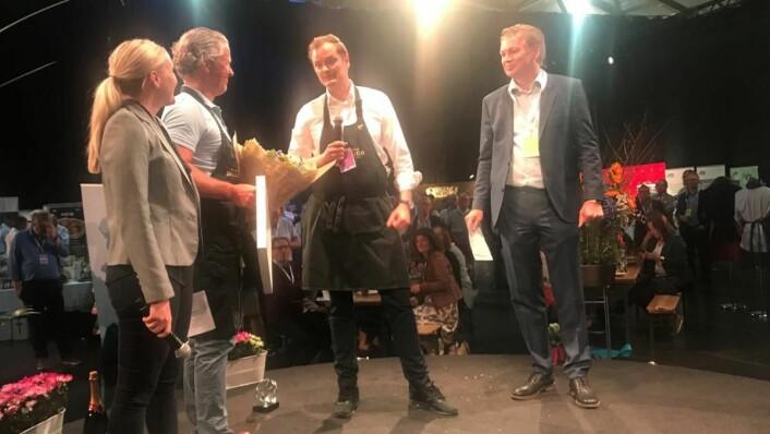 Årets drikkeleverandør 2017 er Haugen-Gruppen. Fra venstre: Heidi Ellefsen Ihlström (innkjøpssjef i NHO Reiseliv), Morten Furuberg (distriktssjef i Haugen-Gruppen), Hans Didrik Jom (Key Account Manager Beverages i Haugen-Gruppen) og Øyvind Frich (leder av innkjøpsutvalget i NHO Reiseliv Innkjøpskjeden). (Foto: NHO Reiseliv Innkjøpskjeden)