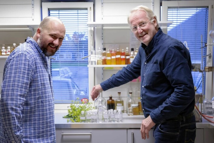 Hellstrøm Sommer er utviklet sammen med Det Norske Brenneri og Jon Bertelsen (til venstre). (Foto: Moestue Grape Selections)