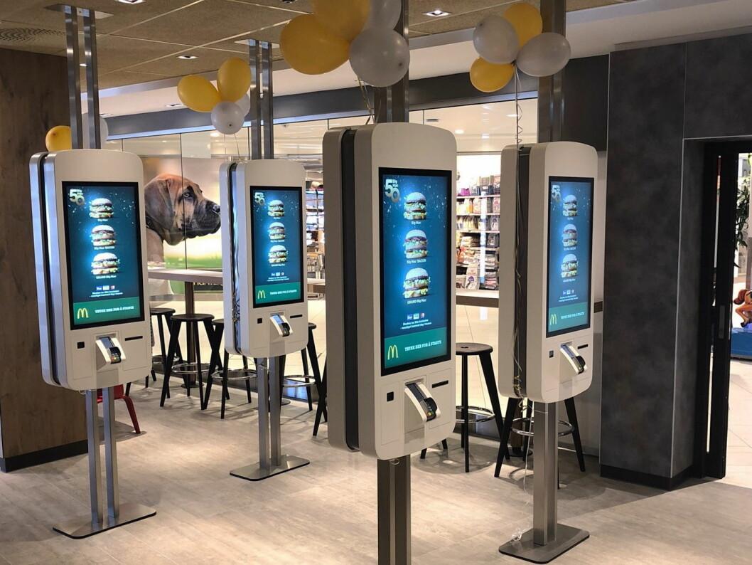 Den nyåpnede restauranten på Sørlandssenteret har moderne, digitale bestillingskiosker. (Foto: McDonald's)