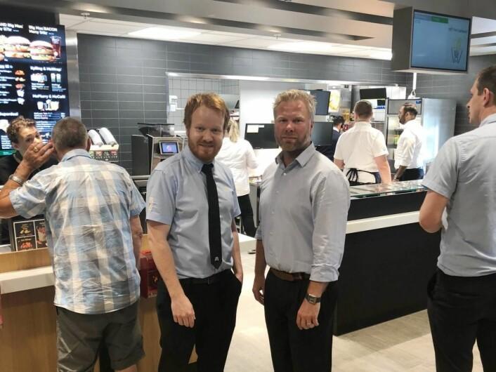 Franchisetaker Ronny Sigbjørnsen (t.h.) sammen med restaurantsjef Magnus Bjønnum. (Foto: McDonald's)