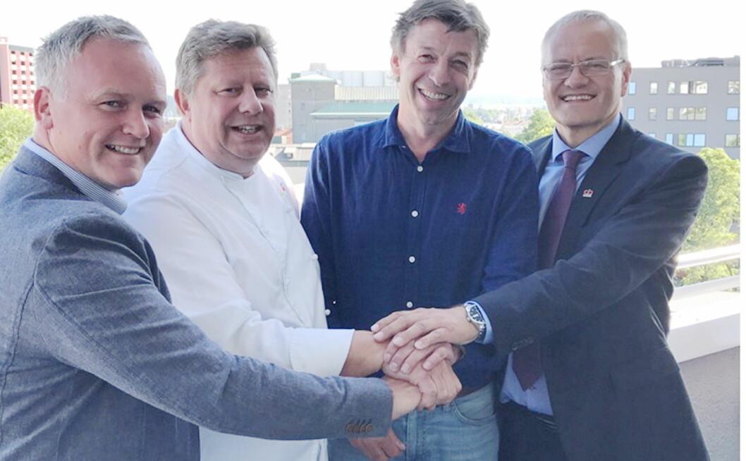 Frode Standahl (fra venstre), Erland Ødegården, Kjell Ivar Gudbrandsen og Region Direktør i AB Solutions Øst, Nils Øyvind Hillestad. (Foto: AB Solutions)
