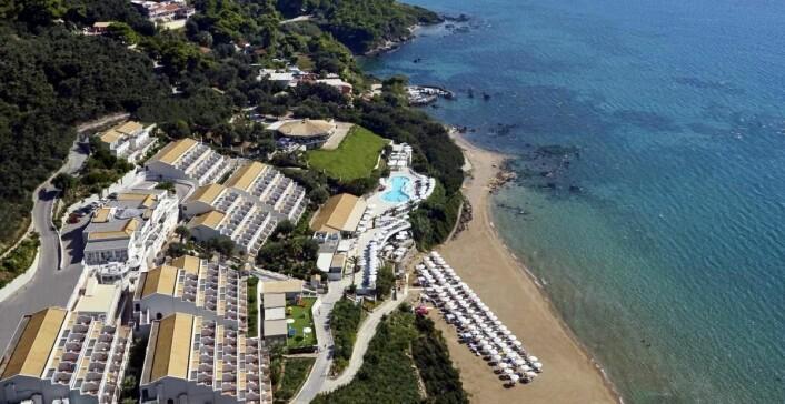 Hotellet ligger helt nede ved stranden. (Foto: Hotellet)