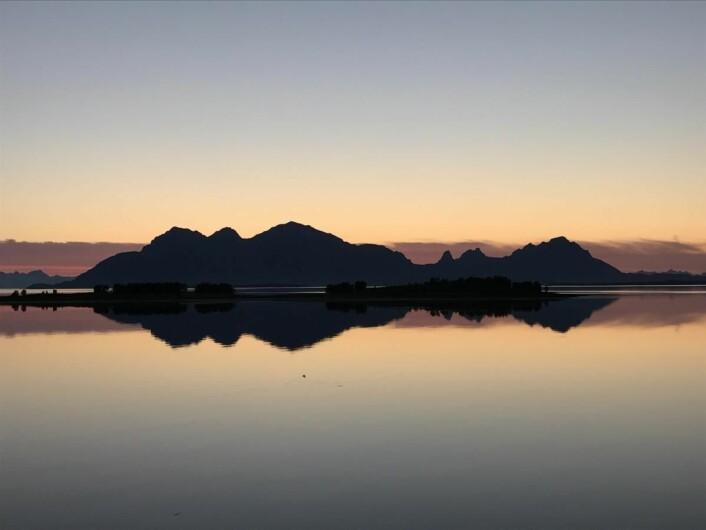 Midnattsol i Nordland. (Foto: Morten Holt)