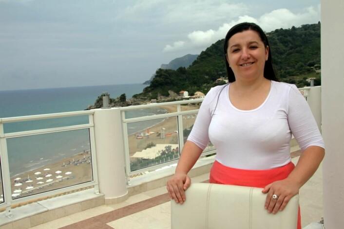 Efi Markou på hotellet Mayor Pelekas Monastary på Korfu melder om stort trøkk i hele sommersesongen, men ønsker seg enda flere individuelle gjester. (Fofo: Morten Holt)
