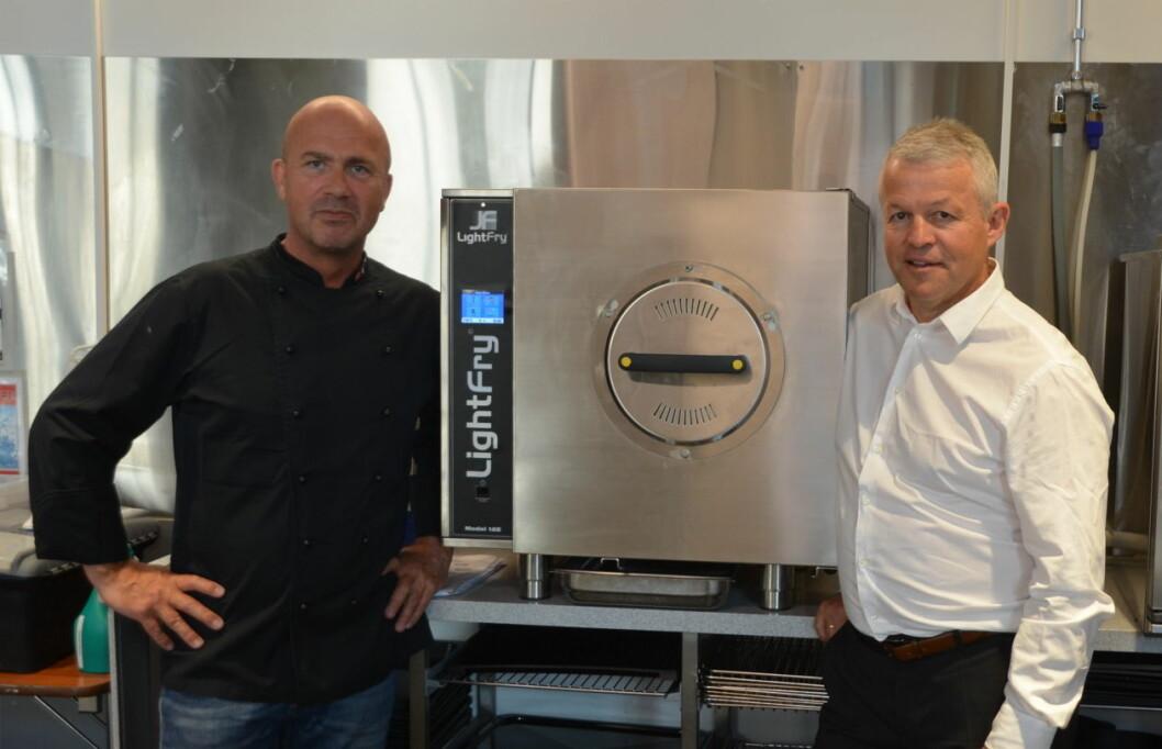 Jan Eriksen og Elling Ånneland fra Ipinium Norge AS med Lightfry. (Foto: Ipinium Norge AS)