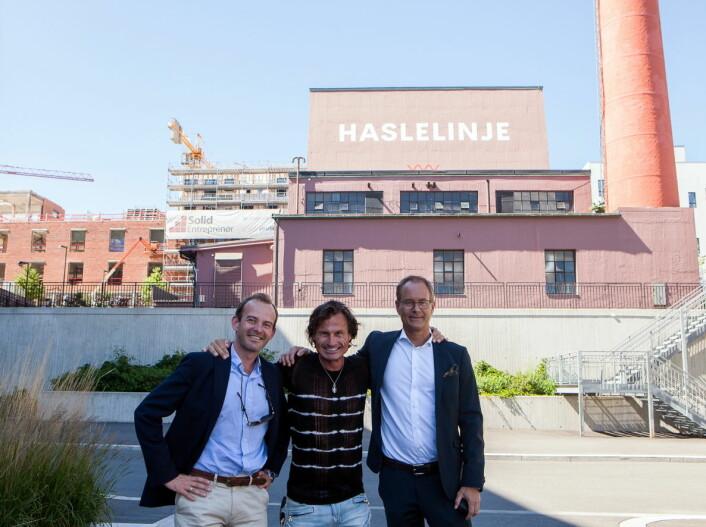 Petter Stordalen sammen med Andreas Jul Røsjø (konserndirektør Eiendom i AF) og Eirik Thrygg, (administrerende direktør i Höegh Eieindom) foran HasleLinje. (Foto: Yvonne Sollihagen)