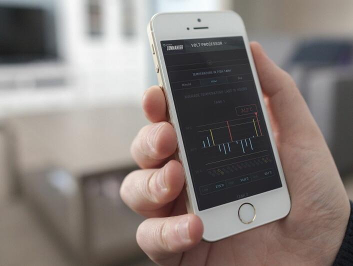 <em>Den nye digitale plattformen Optimar Commander samler og analyserer big data fra fiskeproduksjonen, og gir brukeren full oversikt rett fra mobilen. (Illustrasjonsfoto: Optimar)</em>
