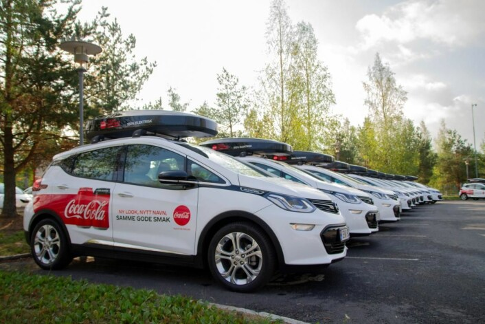 Coca-Cola i Norge skifter ut 100 fossile firmabiler med elbilen Opel Ampera-e. (Foto: Coca-Cola Norge)