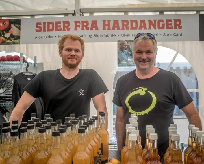 Siderprodusentene er på plass, her Olav Bleie og Asbjørn Børsheim. (Foto Bergen Matfestival)