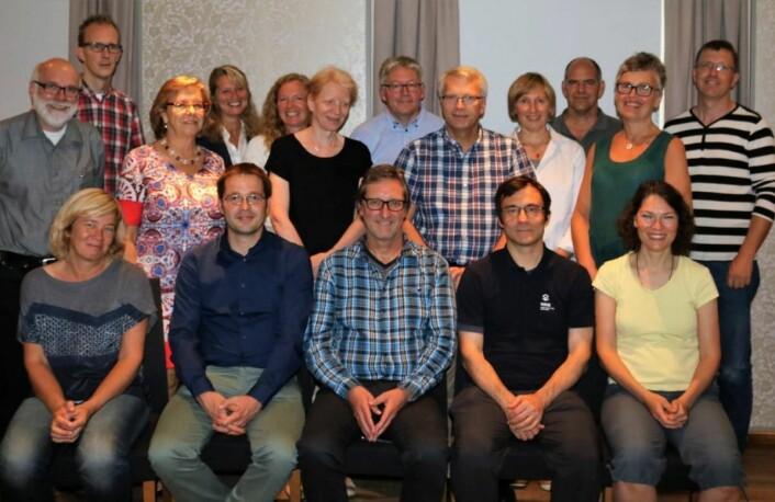 Her er et bilde av alle som er med i forskningsprosjektet BioFresh. Rune Slimestad er helt til høyre (bakerst), Jorunn Sofie Hansen, står i grønn kjole i rekken nedenfor, mens Michel Verheul er midt i bildet foran.