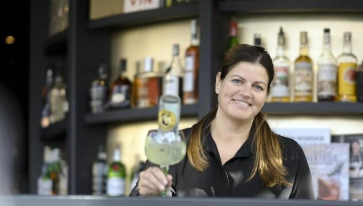 Kurs i å lage den ultimate Gin & Tonic har tatt helt av på Bølgen & Mois restaurant på Tjuvholmen, og daglig leder i Drammen, Hilde Andersen, regner med at det blir kurs også i Drammen etter hvert. (Foto: Bølgen & Moi)