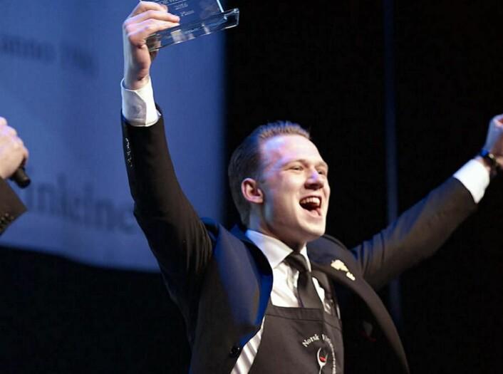 Kristoffer Aga vant NM for servitører i 2018. (Foto: Arkiv)