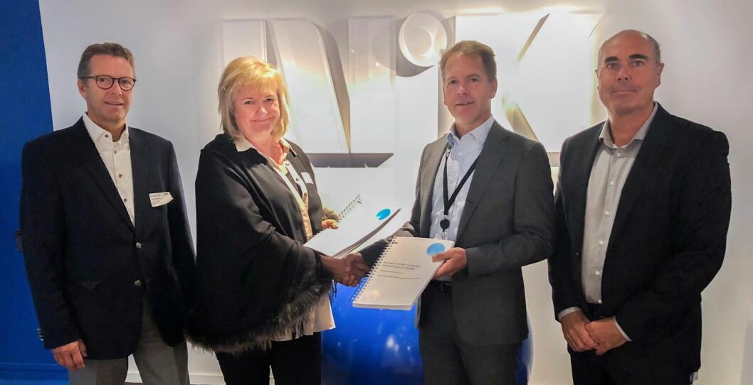 Erik Mowinckel (fra venstre) og Nina Bruun Taule fra Compass Group, og Ole Kjærsgaard og Andreas Norvik fra NRK. (Foto: Lars Haatveit Jenssen)