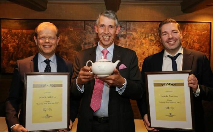 Hotelldirektør på Scandic Nidelven, Kjetil Vassdal, Stephen Twining og Food & Beverage Manager på Scandic Nidelven, Lasse Waagbø. (Foto: Haugen-Gruppen)