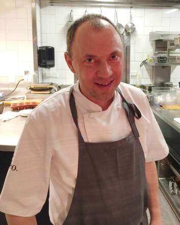 Hederspris til Zoltan Berkes, som har vært ansvarlig for frokosten på Thon Hotel Rosenkrantz Oslo siden 2014. (Foto: Haugen-Gruppen)