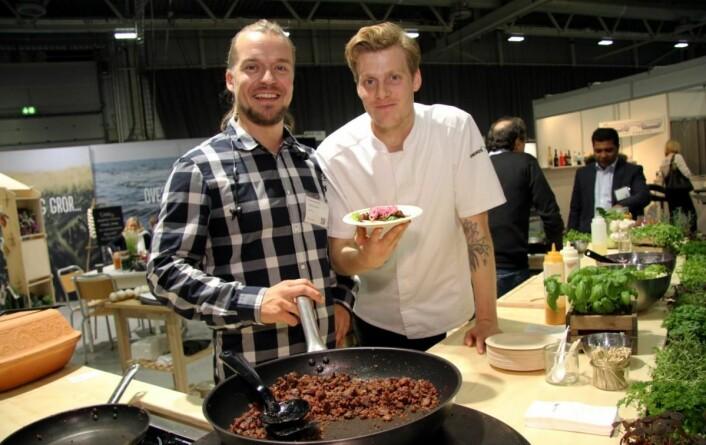 Christer Heimtoft (til venstre) og Richard Nystad i bedriften FlowFood, som har base i Trondheim. Bedriften dyrker tang og tare utenfor Frøya. Her serveres tang og tare og rotgrønnsaker, som en erstatning for kjøtt. Det er dessuten helt fritt for allergener. Engrosfrukt er distributør. (Foto: Morten Holt)
