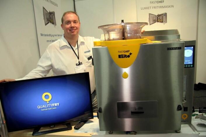 Geir Arne Sjøenden hos Sergas AS viser frem den helt nye Fast Chef Elite-maskinen. Den er helt ny av året, og en videreutvikling av tidligere Fast Chef-modeller. (Foto: Morten Holt)