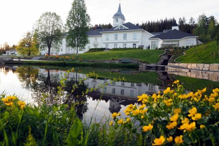 Montebellosenteret ligger i Mesnali i Ringsaker kommune i Hedmark, ikke langt fra Lillehammer. (Foto: Montebellosenteret)