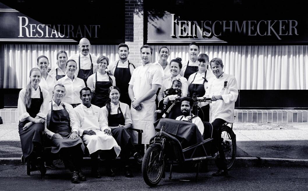 Lars Erik Underthun og kjøkkensjef Vinay Tangen lanserer boka om den sagnomsuste restauranten på Frogner. (Foto: Feinschmecker)