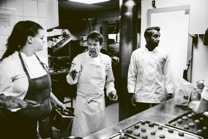 Lars Erik Underthun har drevet restaurant Feinschmecker i over 25 år. Til høyre kjøkkensjef Vinay Tangen. (Foto: Feinschmecker)