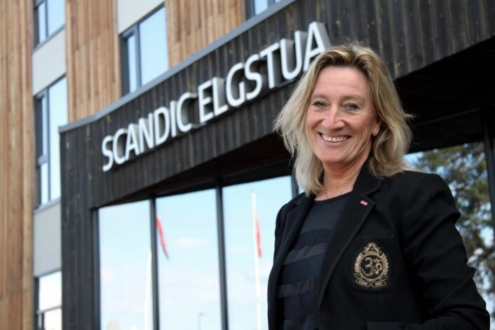 – Skal vår næring ha nødvendig tilsig av faglærte resepsjonister, servitører og kokker, må vi som bedrift gjøre en innsats, sier hotelldirektør Nina Bogerud Caspari. (Foto: Morten Holt)