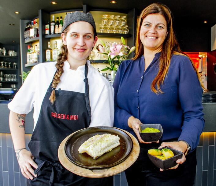 Kjøkkensjef Tania Petersen og daglig leder Hilde Andersen ved Bølgen & Moi i Drammen er klare for årets lutefisk-sesong. (Foto: Per-Jan Brekke)