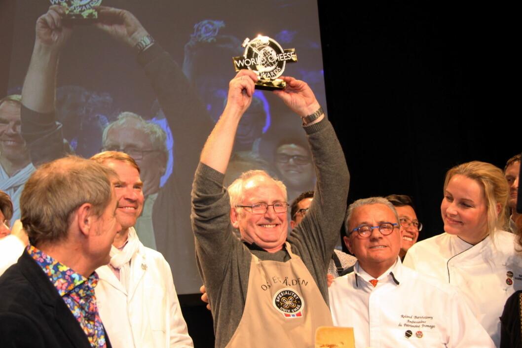 Jørn Hafslund fra Ostegården kunne i dag heve trofeet. Fanaosten er kåret til verdens beste ost i World Cheese Awards. (Foto: Morten Holt)