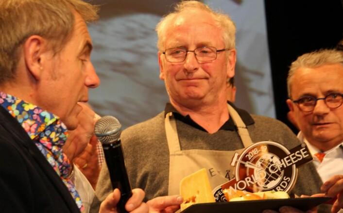 Det var en rørt osteprodusent som mottok hederen for verdens beste ost. (Foto: Morten Holt)