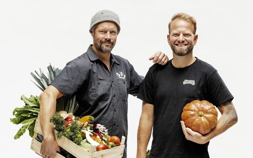 Stian Floer og Tom Victor Gausdal står bal Grønnsakskokeboka. (Foto: Grønnsakskokeboka)