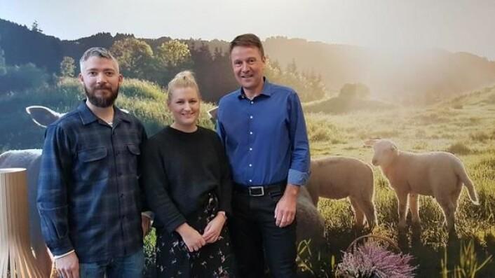 Tre av fire jurymedlemmer som jakter ny bondelagskokk. Fra venstre Even Ramsvik, Mette Evensen og juryleder Lars Petter Bartnes. Sistemann i juryen er Jørn Lie. (Foto: Anne Cathrine Wangberg).
