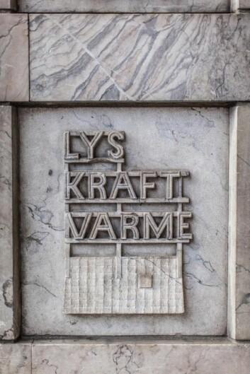 Fasaden er utsmykket med verdiordene til Oslo Lysverker. (Foto: Chris Aadland)