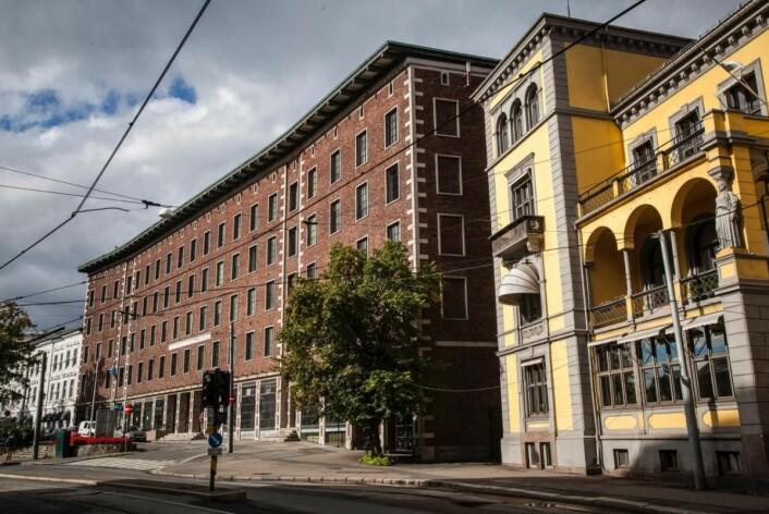 Det gamle Oslo Lysverker-bygget blir forvandlet til hotell Sommerro, og åpner sommeren 2021. Det gule ambassadebygget blir en villa med 15 suiter til utleie. (Foto: Roberto di Trani)