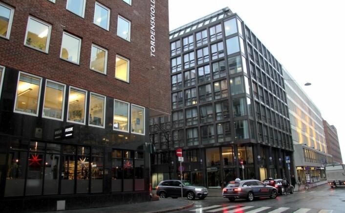 Frokosten serveres i Restaurant Foodie (til venstre i bildet), som ligger rett over gaten fra hotellet. (Foto: Morten Holt)