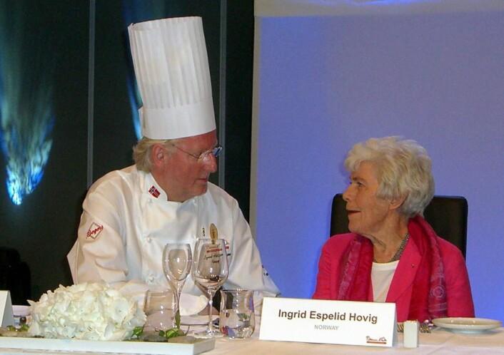 «Landsfaderen» og«landsmoderen» for den norske kokkebransjen ved æresjurybordet under Bocuse d'Or Europe i Stavanger i 2008. (Foto: Morten Holt)