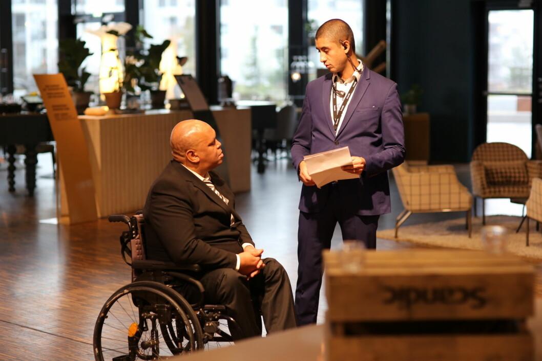 Scandic ønsker å bidra til et mer inkluderende arbeidsliv. Stifanos Bihonelgne fikk forsøke seg som konferansevert. (Foto: Scandic Hotels)