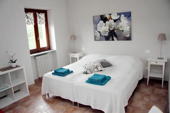 Fra ett av rommene på Villa Bella Piemonte. (Foto: Morten Holt)
